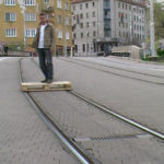 Skateboard paleta – jazda drevenou paletou po električkovej trati